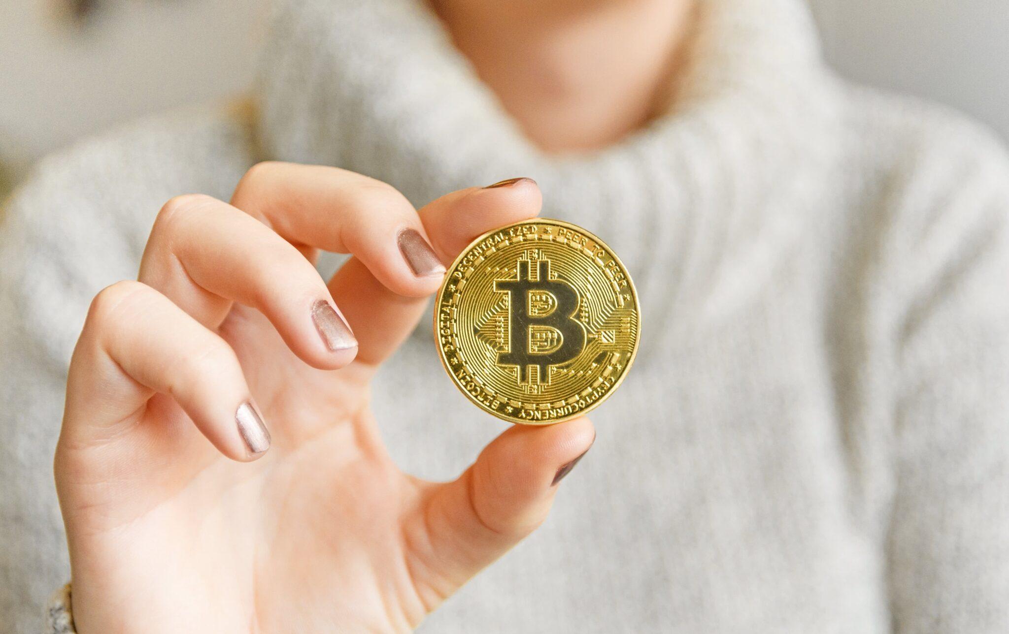 Bitcoin a scăzut duminică cu 13%; declinul total faţă de maximul anului este de aproape 50%